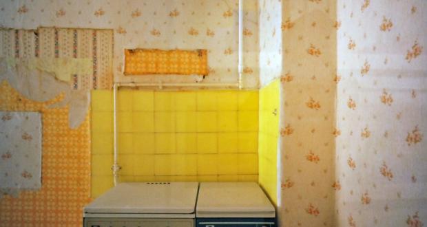 Fredrik Marsh: Abandoned Apartment, near Bahnhof Neustadt, 200